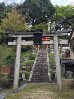 白髪神社 鳥居と参道の石段