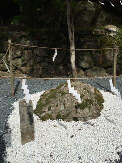 磐座・「掌石」と「沓形石」