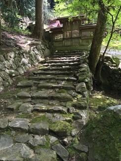 この先に與喜天満神社の本殿があります