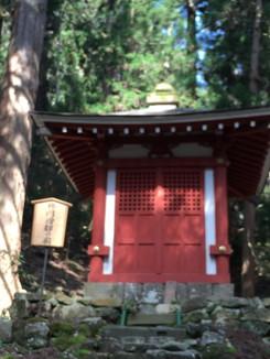 修円僧都の廟