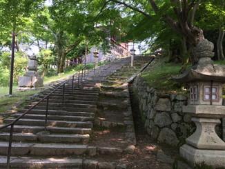 石段を上りきると、ようやく観音堂です