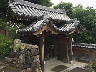 東門、寺側から