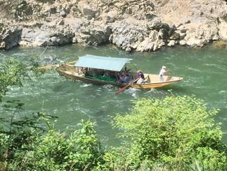 保津川渓流下りの船