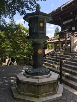大講堂前の灯籠