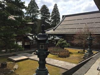 仏殿前より、僧堂が見える